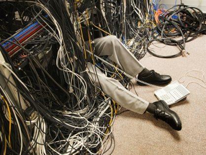 Cómo ordenar los cables de tu escritorio sin morir en el intento