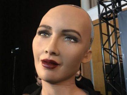 Sophia, la robot que bromea con destruir a los seres humanos