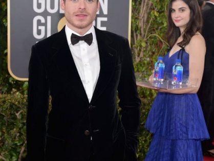 La famosa chica que repartía agua en los Golden Globes
