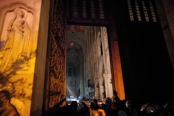 Así se ve el interior de la catedral de Notre Dame luego del incendio