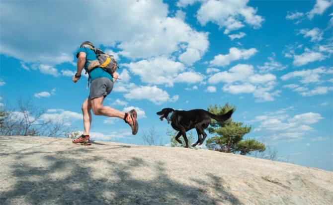 Llega la quinta edición del Trail Running Dog en Quito bajo la luna llena
