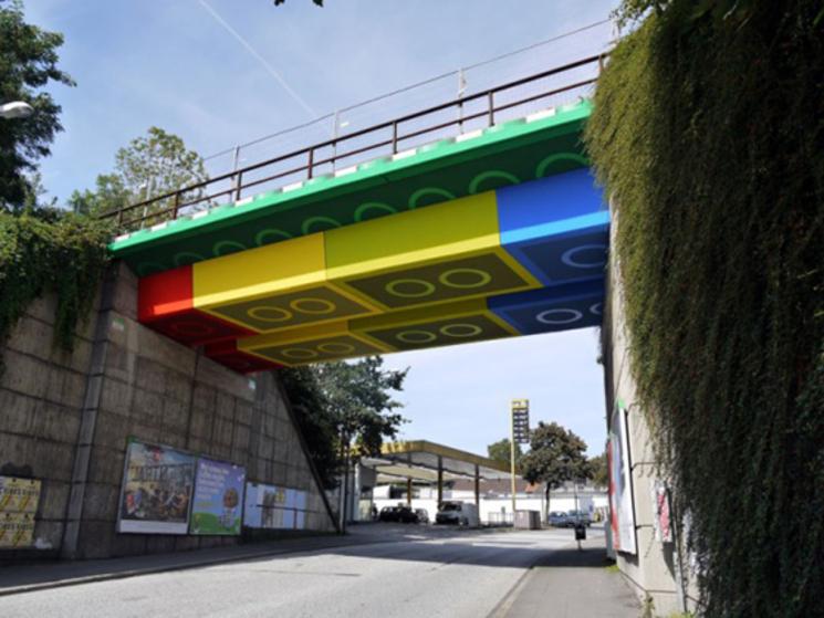 Un puente de legos! DONDE?